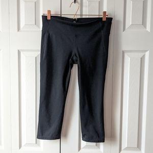 Gap Fit black capri crop workout leggings M